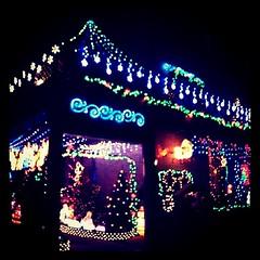実家近所のクリスマスイルミネーション。何年も前からだけど、今日初めて近くで見た。