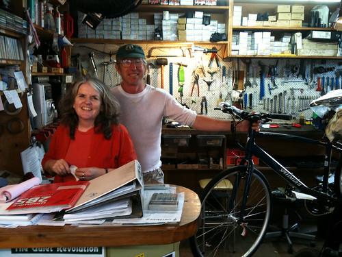 ゴールデン・ベイの自転車屋のご夫婦