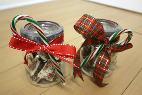 peppermint-bark-jars-gift-idea