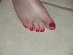 july 089 (kellt2010) Tags: red art big long toe nail off nails broke toenails toenailart