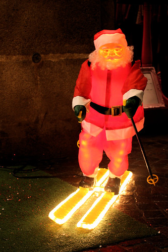The Legend of the 4 Crazy Santas - Pavement-skiing Santa