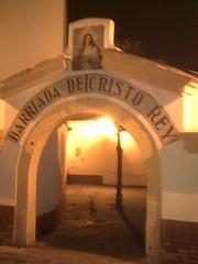 Curiosa entrada a una barriada en Lebrija