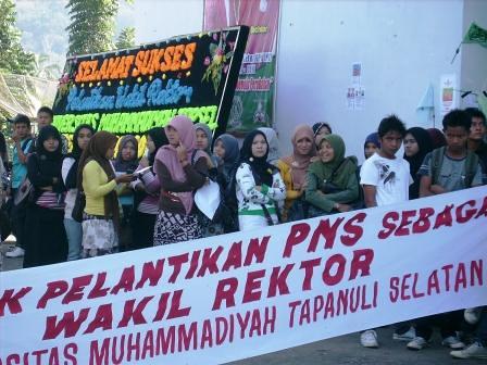 5282277050 5aca1031af Aksi Keprihatinan Mahasiswa Tuntut Penyelesaian Atas Kebobrokan Kampus UMTS