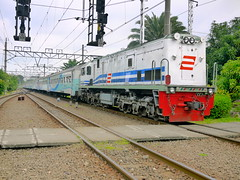 BOGOWONTO CC 201 55 LONGHOOD (JakTransport (Bangkrut!)) Tags: world 2 3 train indonesia cool nice long flickr jan good thing transport platform award ini loco trains cc international jakarta 01 02 transportation stuff locomotive pt 55 distance hari today api ka kota entering pse locomotives pasar intercity 201 kereta januray antar lok senen jarak hidung zaman loko dunia 2011 pusat jaman jalur locomotif masuk keretapi jauh pasarsenen longhood idung bogowonto stesen moderen mancung ptka cc201 persero provinsi stesyen 02012011 cc20155