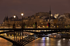 Pont Des Arts Bridge at night (seryani) Tags: city bridge light sunset paris france luz church seine night canon reflections river atardecer evening noche twilight lowlight europa europe cathedral dusk catedral notredame lumiere reflejo bluehour francia nuit nocturne anochecer cathedrale sena pontdesarts nocturnes cityoflight noctambule canoneos5dmarkii 5dmarkii canon70200f28lll