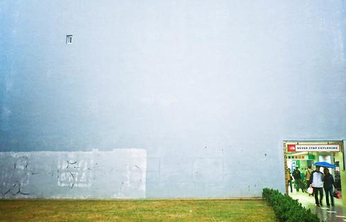 朝牆壁丟上一整天的球 by Jarvis@medialand