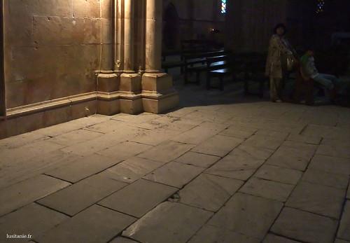 As pedras do chão são massivas