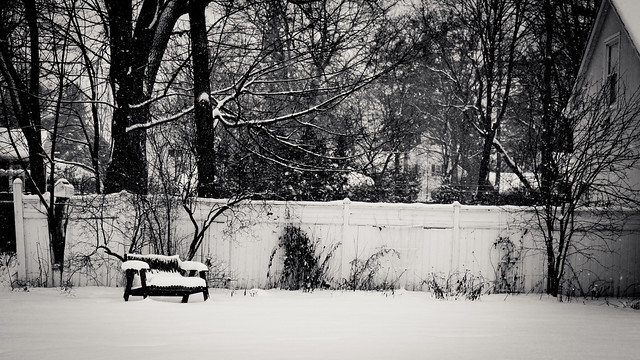 Snowy Bench [EOS 5DMK2 | EF 24-105L@50mm | 1/2000 s | f/4 | ISO200]