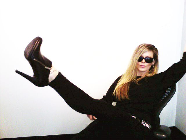 all black outfit, black leggings with ankle boots, studded belt, chanel sunglasses, Photo 44
