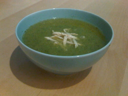 Broccoli garlic chicken soup