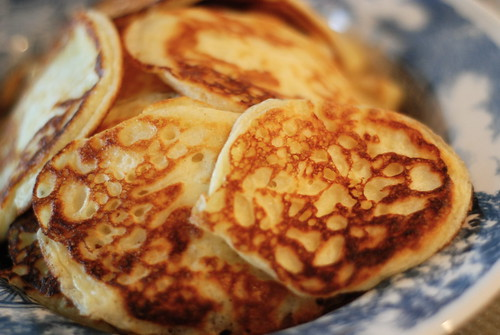 keefiri (või ka hapupiima-)pannkoogid/kefir pancakes