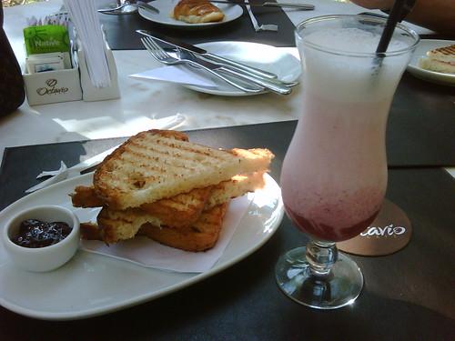 Café da manhã no Octavio Cafe