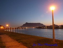 night sets (jan-krux photography) Tags: city travel blue sunset sea sky mountain home night reflections river southafrica evening landscapes fantastic cityscapes capetown lamppost e3 tablemountain scapes beautyful westerncape zd woodbridgeisland 1454mm darkimages mothercity