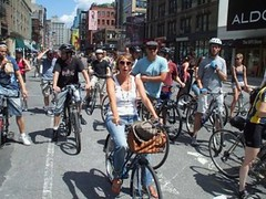 bicyclists in NYC (by: Walter Hook, Institute for Transportation & Development Policy)