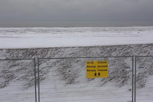 Aviso de areia movediça na praia de Scheveningen, Holanda