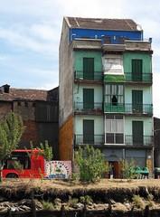 Bilbao lungo le rive del Nervion (fotomie2009) Tags: old house building river casa spain bilbao espana bizkaia vasco vizcaya bilbo spagna país riadebilbao