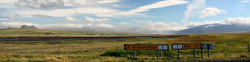 Paisaje islandés con volcán