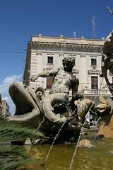 Tame (micromax) Tags: italy monument fountain europa europe italia diana syracuse sicily artemis fontana sicilia siracusa ninfa sicilian canoneos400ddigital archimedessquare fontanadiartemide