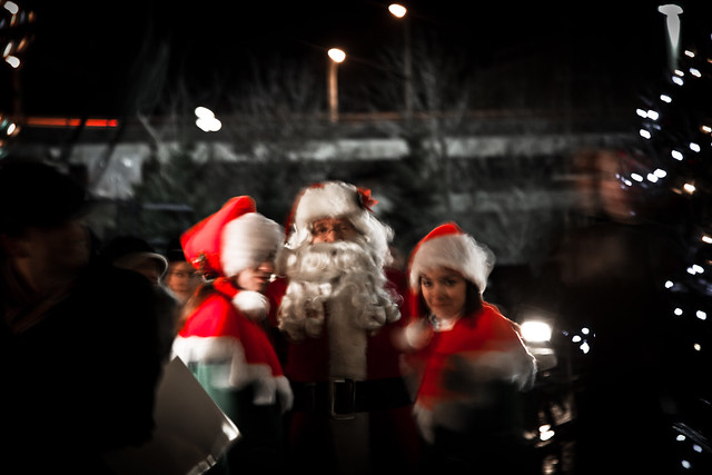 Santa & Co. [EOS 5DMK2 | EF 24-105L@105mm | 0.4 s | f/4 | ISO800]