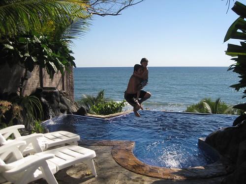 infinite pool with ocen view in el salvador el tunco beach