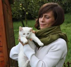 Stessa espressione! (Cilions) Tags: felino miao bianco smorfia micia gatta espressione