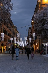 Peoples in the winter (lucia.dziakova) Tags: christmas city nightphotography italy snow colors architecture night clouds lights italia nightlights nightshot gente places noflash architectural christmaslights persone neve nightshots luci persons firstsnow inverno dicembre manualfocus notte luce marche paesaggio christmastime citt italiano notturno ancona italiani christmasnight piazzacavour manuale fotonotturne dicember canonphotography nonhdr fotografianotturna atmosferanatalizia christmasshots laneve canoneos500d canoniani scattonotturno italianflickr anconamarche fotourbane fotografimarchigiani christmas2010 anconaneve neveadancona anconacentro focusmanually christmastree2010 laneveadancona neveinancona neveadancona2010 marcheneve nevemarche dicembre2010ancona neveadanconadicembre2010 snowintheitaly