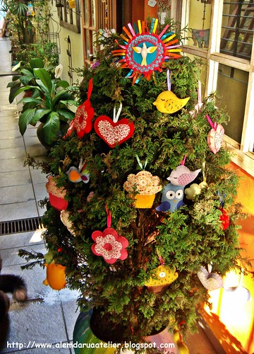 árvore de Natal com DIVINO