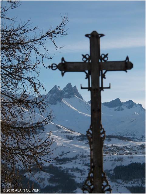 Une vieille croix dans la forêt 5303133557_d8034de6f7_z
