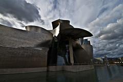 Guggenheim Museum (Nikonizzata) Tags: sky art museum architecture modern spain arte bilbao cielo guggenheim museo architettura euskadi bilbo spagna paesibaschi