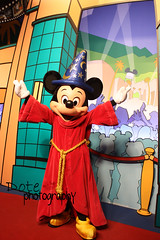 it's mickey mouse (Dote []  [back!!]) Tags: canon mouse photography photographer mickey dote 450d