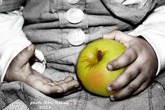 (Rehab Saleh    ) Tags: green apple canon hands health rehab    d400