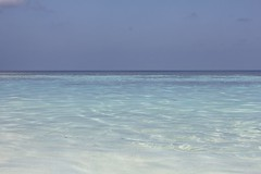 Maldives water (Simone Lovati) Tags: sea water maldives blusky