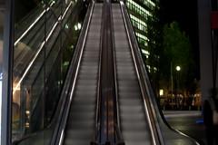 PK[B]DPBB: Escale  tort (Bourguiboeuf) Tags: light building berlin night germany lift lumire platz sony escalator center nuit allemagne tort escale potzdamer