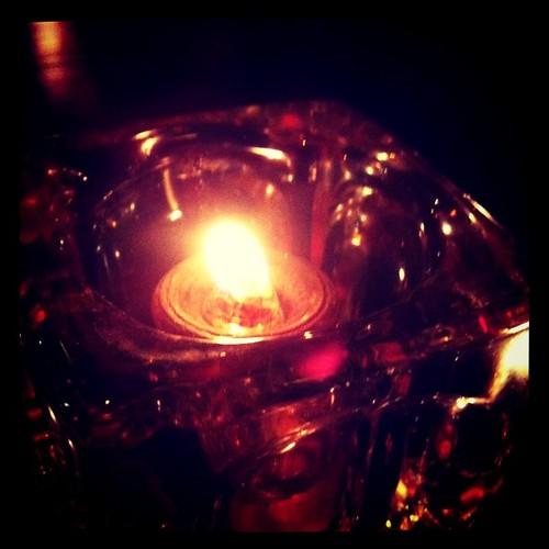 像那些闪着希望的火烛