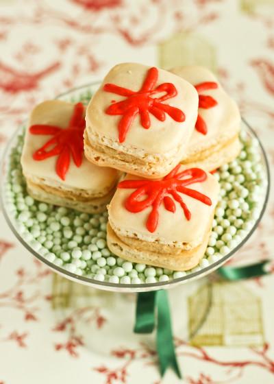 christmas_present_macarons-6