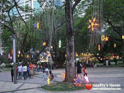 ayala triangle gardens before dancing lights show