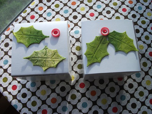 holly button decoration