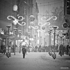 Essener Lichtwochen 2010 (city/human/life (very busy)) Tags: christmas city schnee winter light people urban blackandw