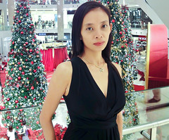 2010_kwyy_Ch2010 (Wellsman2010) Tags: christmas portrait beautiful female asian model asia sony chinese malaysia kualalumpur elegant malaysian thepavillion wx1