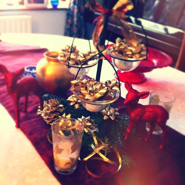 The 2010 DIY Christmas table decorations! Good thing we use many bows!