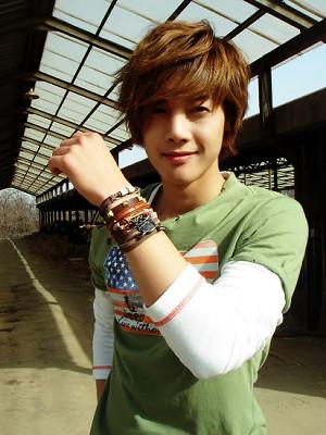 Kim Hyun Joong's Favorite Pose 5