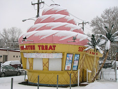 Snow Cone (JKEL) Tags: winter snow philadelphia icecream icecreamstand twisteetreat northeastphiladelphia