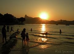S ento Feliz... (.**rickipanema**.) Tags: sunset pordosol brazil rio brasil riodejaneiro nikon urca prisma rickipanema praiadaurca sunsetinrio brazil20