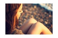 Y sentada esperando la ola que nunca llega... (Adrin Madrid) Tags: sea color hair nude mar sand skin arena jersey tone suave pelirroja pelo marea fotografa piel tonos tacto adrinmadrid