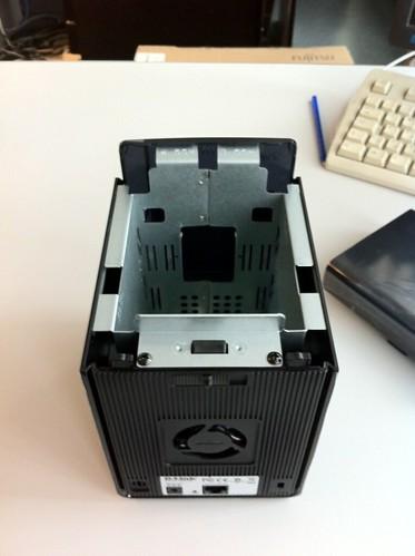 Építsünk otthonra zajtalan, wireless, 10 W alatti fogyasztású, RAID1-et tudó célszervert olcsó linux-os NAS-ból