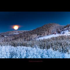 moonset (Veslelien) (stella-mia) Tags: morning winter moon mountain snow norway mood moody morgen moonset snø 70200mm moonillusion ringsaker canon5dmkii veslelien annakrømcke