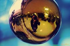 Atrapada en una burbuja (Yavanna Warman {off}) Tags: selfportrait adorno photographer decoration reflect ornament bubble hanging bola autorretrato burbuja adornment
