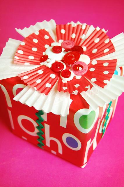 cupcake gift wrap bow