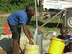 Mutsembi primary school-residents gathering water during Test pumping