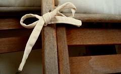 make the difference (Ljuba Novi) Tags: wood chair sedie bianco sedia legno fiocco novi bind yuba chiars nodo ljuba liuba legare annodare